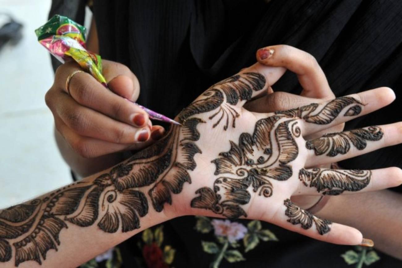 Finger Mehndi Art : Unique elegant flower floral henna mehndi design collection for